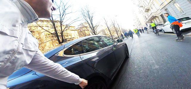 Pattinatori e ciclisti invadono Milano con il blocco della circolazione.