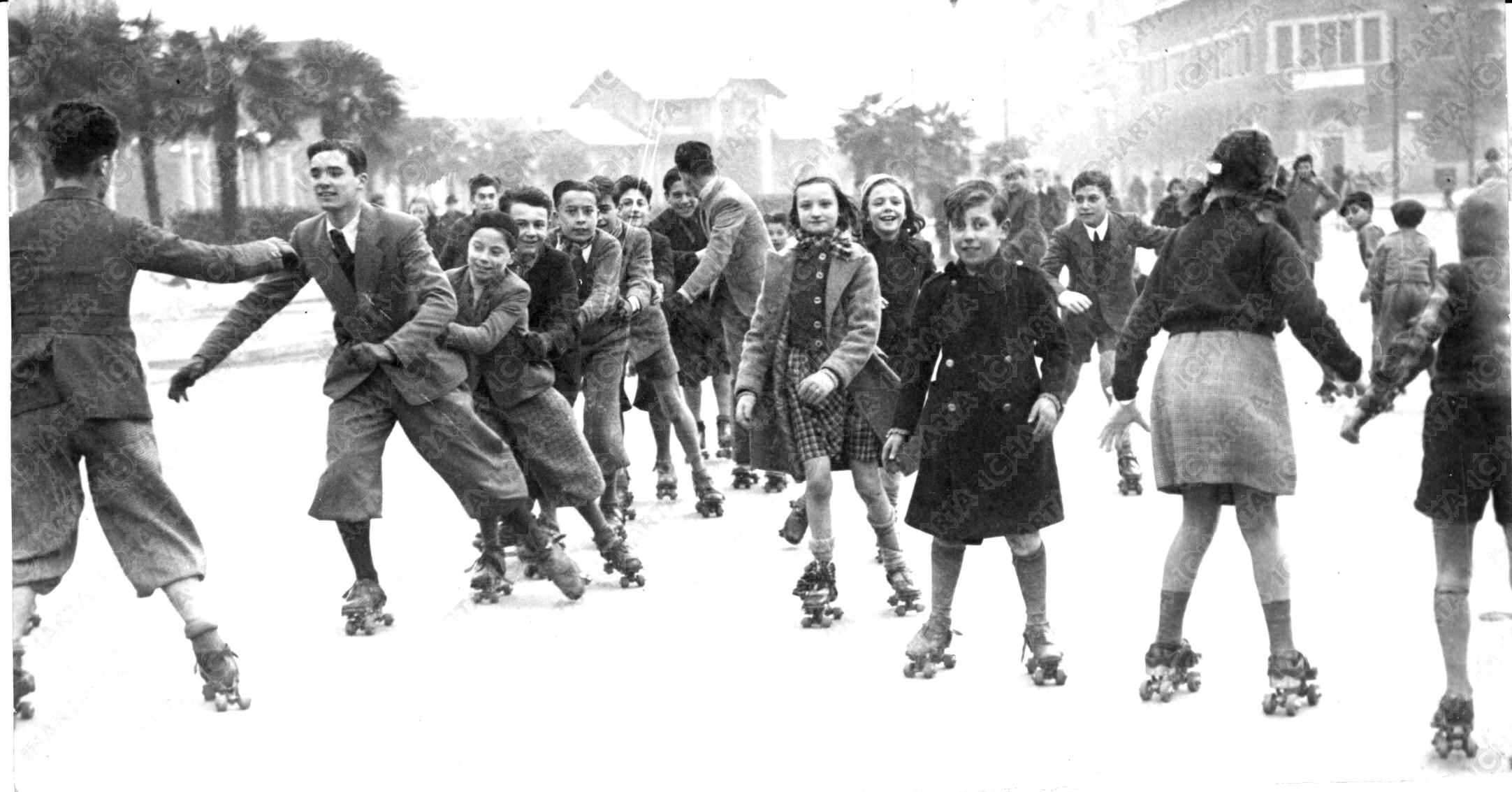 Pattinatori in Piazza Leonardo da Vinci Milano, 1939