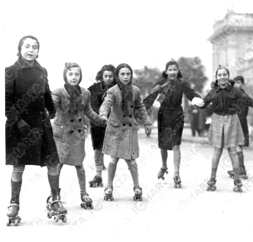 ragazze-pattinano_1939_piazza_leonardo_davinci